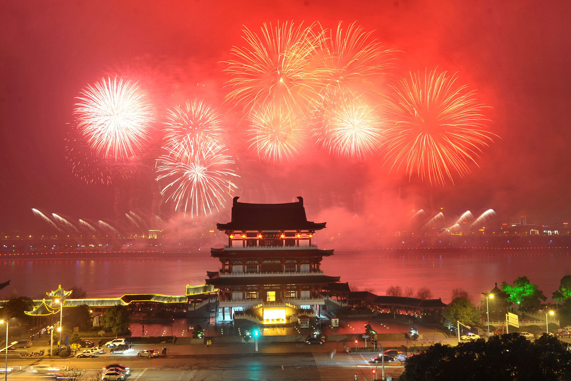 chinese fireworks Air pollution reached dangerous levels in 106 chinese cities at the height of the celebrations welcoming the lunar new year due to use of firecrackers and fireworks.