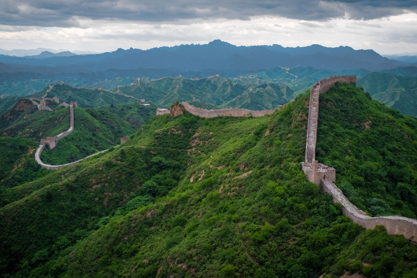 Great Wall of China disappearing into the distance